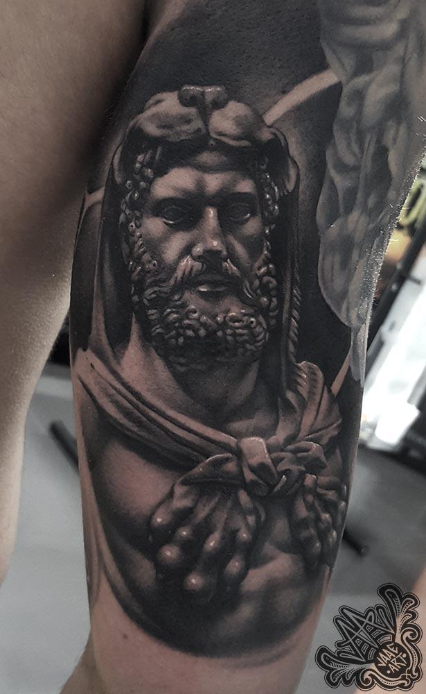 Hércules-realista-escultura