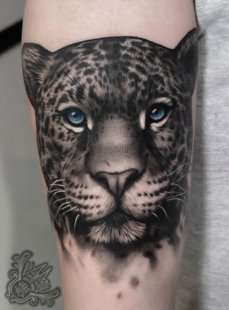 -leopard-leopardo-tattoo-tatuaje-realismo-blackandgrey-sombreado-ink-inkmasters-tenerifetattoo-besttattooartists