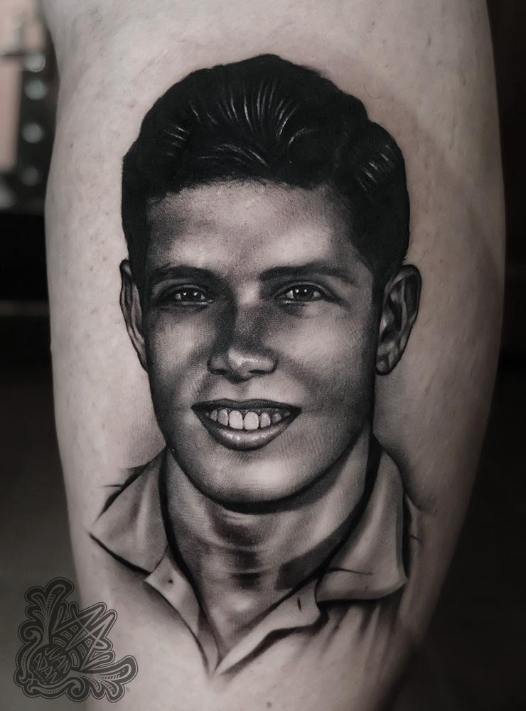 portraittattoo-retratotattoo-blackandgrey-tatuadorteneriferealismo-realismotattoo-mejortatuadortenerife-tenerifetattoo