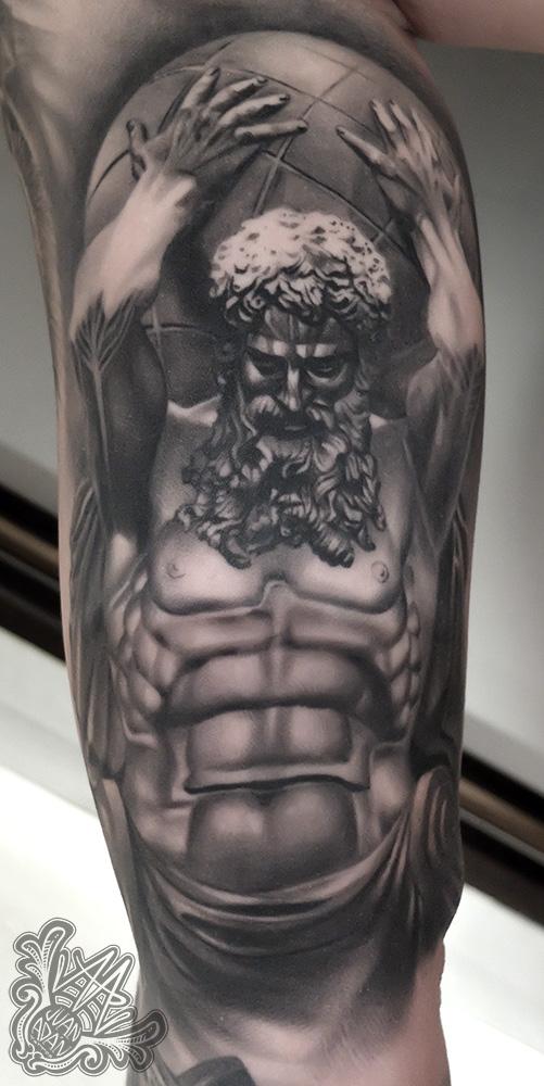 -atlas-greekmithology-greekworld-greektattoo-greekmythologytattoo-blackandgreytattoo-realistictattoo-atlastattoo-tenerifetattoo-mejortatuadortenerife-mejorestatuadorestenerife-tatuadorescanarios-tatuadoresespañoles-healedtattoo-bicepstattoo-tattoocurado-tatuajemitologico-mitologiagriega-tattoomitologiagriega