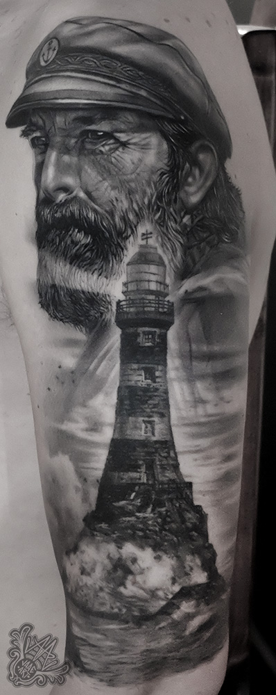 -blackandgreytattoo-realistictattoo-sailortattoo-tenerifetattoo-mejortatuadortenerife-mejorestatuadorestenerife-tatuadorescanarios-tatuadoresespañoles-healedtattoo-tattoocurado-tatuajemarinero-lighthousetattoo-marinero-faro-farotormenta