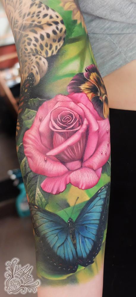 -realistic-realism-nature-rose-flowerstattoo-tattoo-tenerifetattoo-tatuadortenerife-tataujestenerife-tauadorescanarios-tatuadorespañol-mejorestatuadoresespañoles-spaintattoo-fullcolor-realistictattoo-tatuadorrealismo