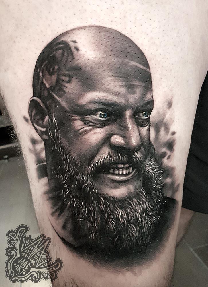 Ragnar-vikings-portrait